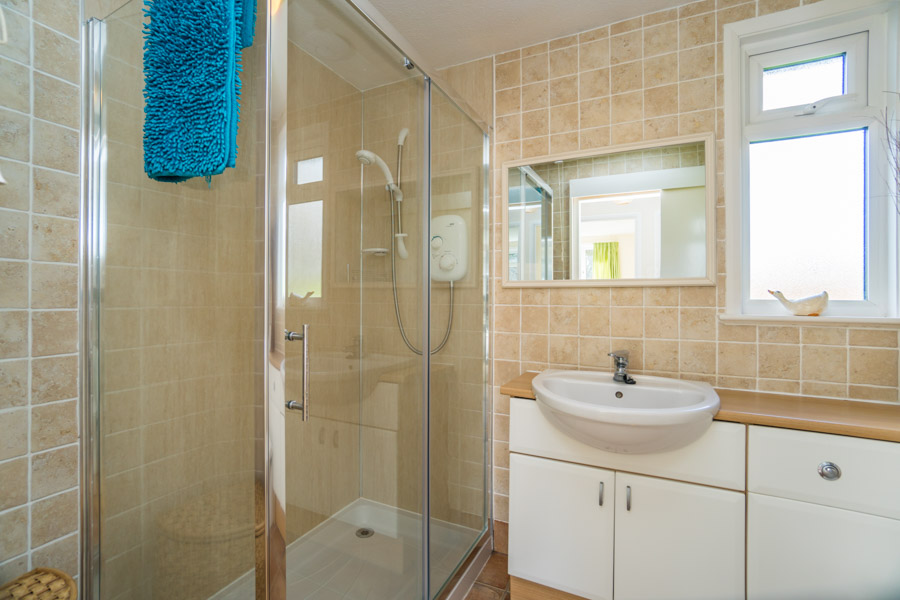 Monkton-Wyld-Holiday-Bungalow-Charmouth-Lyme-Regis-Bathroom-1