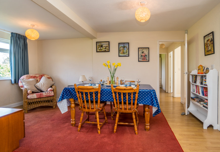 Monkton-Wyld-Holiday-Bungalow-Charmouth-Lyme-Regis-Breakfast-Room
