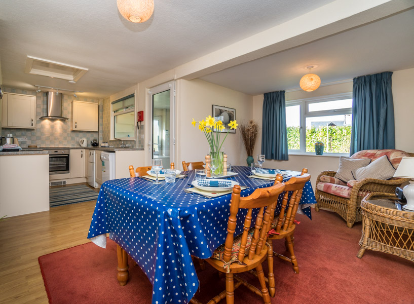 Monkton-Wyld-Holiday-Bungalow-Charmouth-Lyme-Regis-Breakfast-to-Kitchen