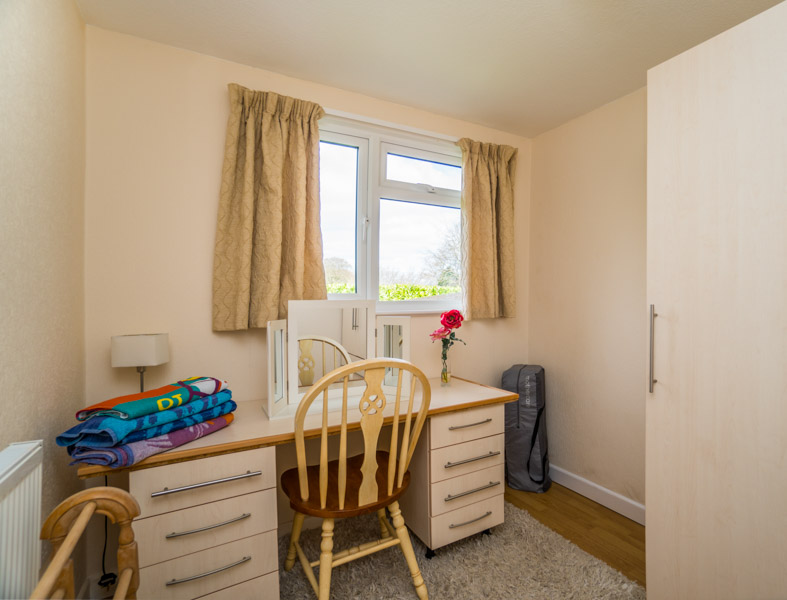 Monkton-Wyld-Holiday-Bungalow-Charmouth-Lyme-Regis-Dressing-Room