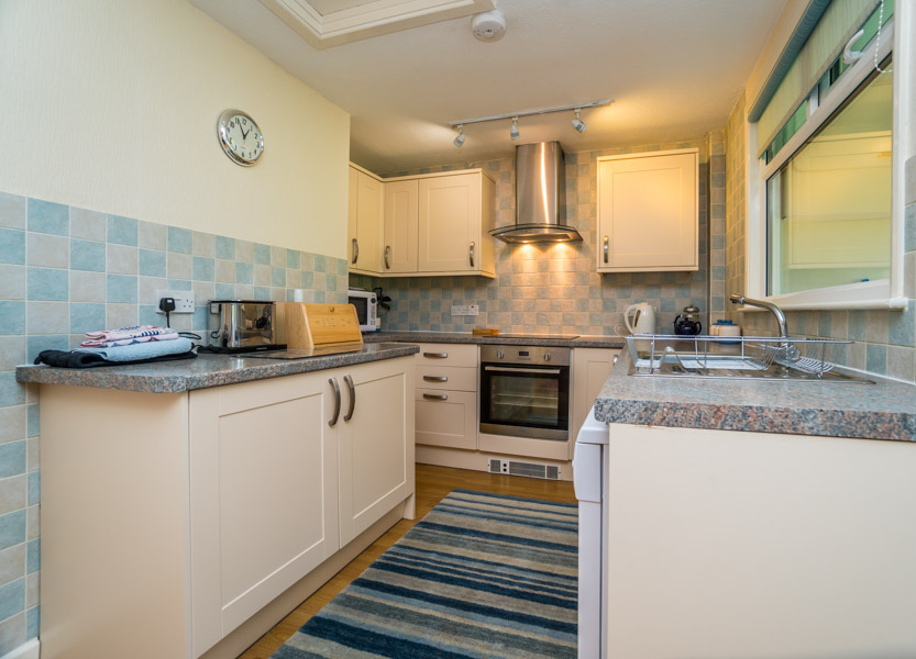 Monkton-Wyld-Holiday-Bungalow-Charmouth-Lyme-Regis-Kitchen