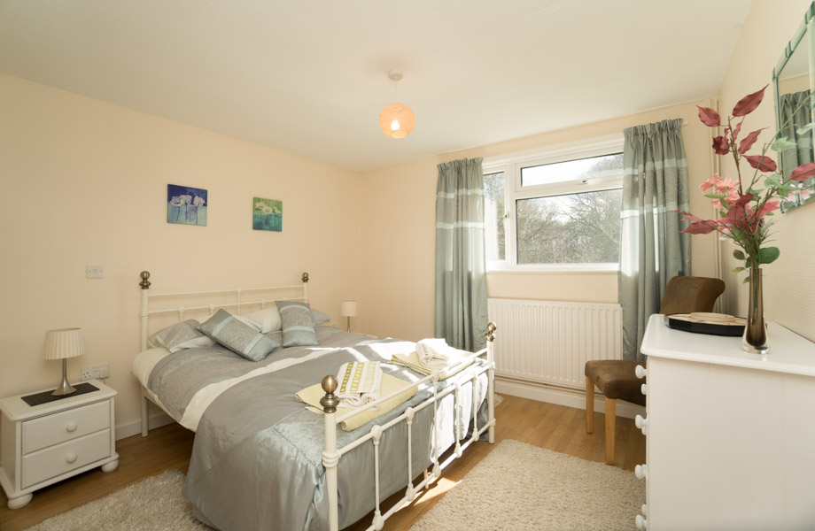 Monkton-Wyld-Holiday-Bungalow-Charmouth-Lyme-Regis-Main-Bedroom