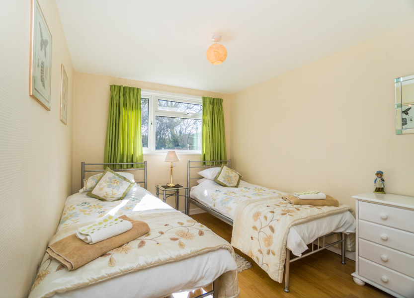 Monkton-Wyld-Holiday-Bungalow-Charmouth-Lyme-Regis-Twin-Bedroom