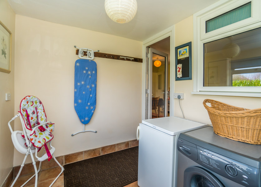 Monkton-Wyld-Holiday-Bungalow-Charmouth-Lyme-Regis-Utility-Room