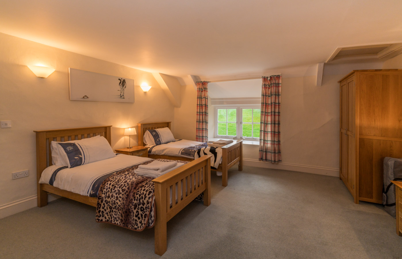 Self-Catering-Holiday-Farmhouse-West-Dorset-Nr-Charmouth-Lyme-Regis-9-guests-8